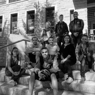 Groupe d'étudiants internationaux devant le Cégep