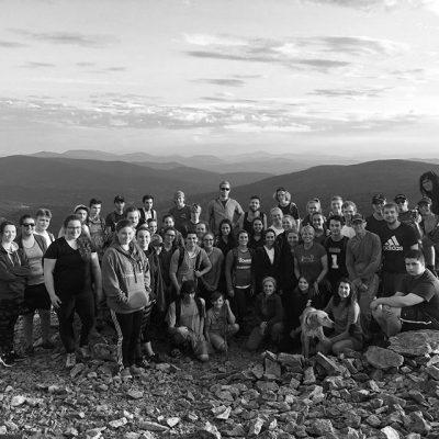 Photo de groupe au sommet du Mont Gosford